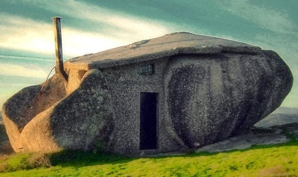 Casa do Penedo faz lembrar o universo de Tolkien (Senhor dos Aneis)
