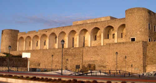 Castelo de Abranrtes é um local de visita obrigatória
