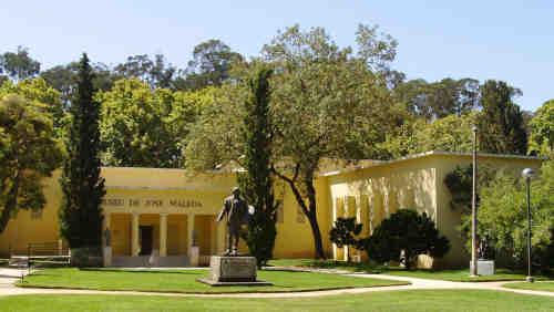 Museu de José Malhoa dentro do Parque Dom Carlos I