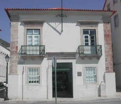 Fachada principal do edifício da Alfândega da Figueira da Foz