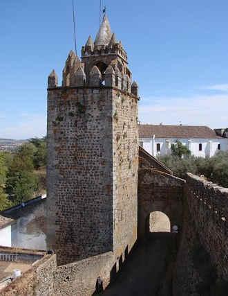 Entrada do castelo de Montemor-o-Novo