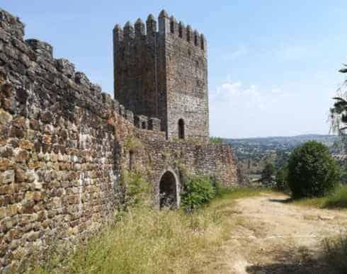 Entrada lateral do castelo