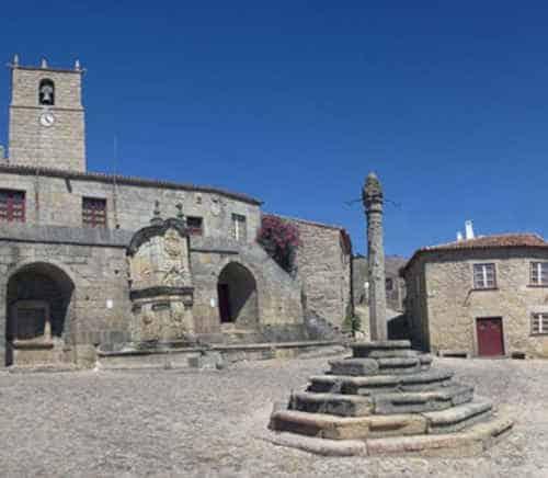Aldeia histórica de Castelo Novo, no Fundão - Praça principal com Pelourinho