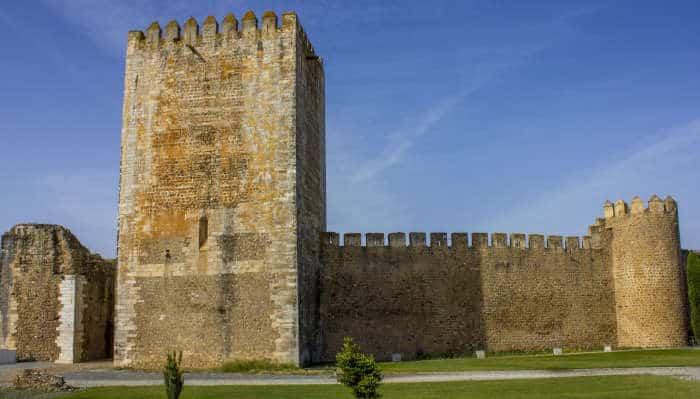 Castelo de Moura - Torre e Muralha