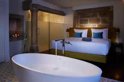 Exemplo do interior de um quarto no Hotel Convento do Seixo