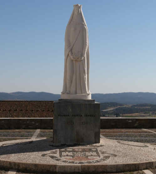 Estátua da Rainha Santa Isabel em Estremoz