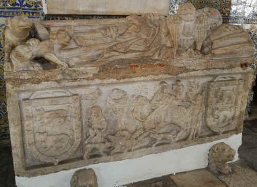 Igreja de São Francisco em Estremoz - Túmulo de Esteves Gatuz