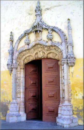 Entrada da Igreja de São João Batista em Moura