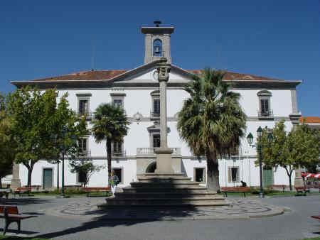 Paços do Concelho do Fundão - Fachada principal do edifício