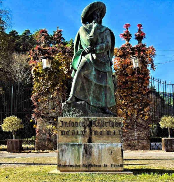 Estátua do Infante D. Henrique em Tomar