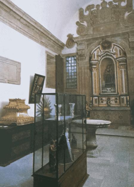 Sacristia e pequeno museu de Arte Sacra