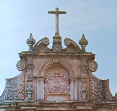 Pormenores do topo da Igreja da Misericórdia de Chaves