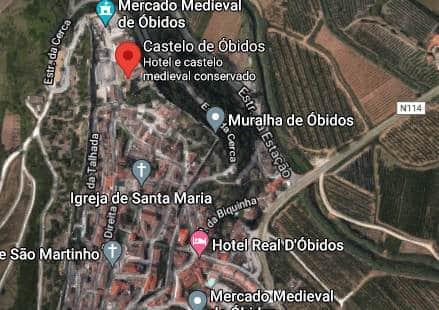 Imagem de satélite da vila medieval e muralha