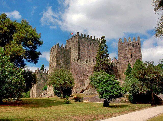 Castelo de Guimarães visto do exterior
