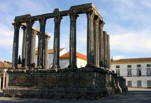 Évora - Praça Principal, Templo Romano