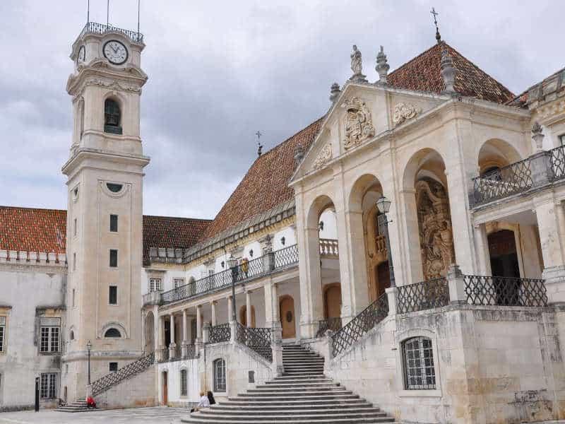 Torre da Universidade de Coimbra e escadaria principal