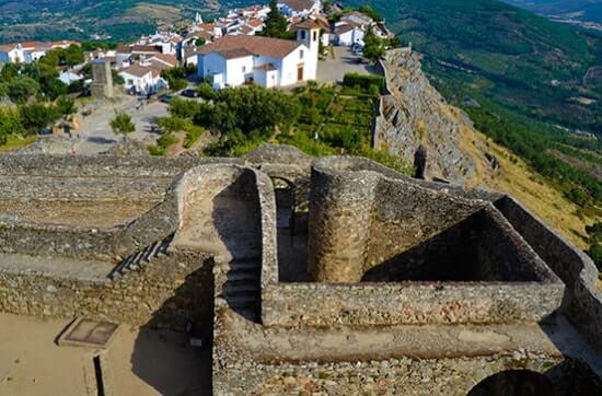 Castelo e cerca urbana