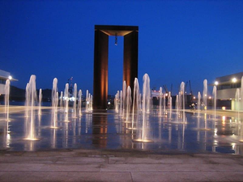 Monumento ao 25 de Abril em Viana do Castelo - à noite