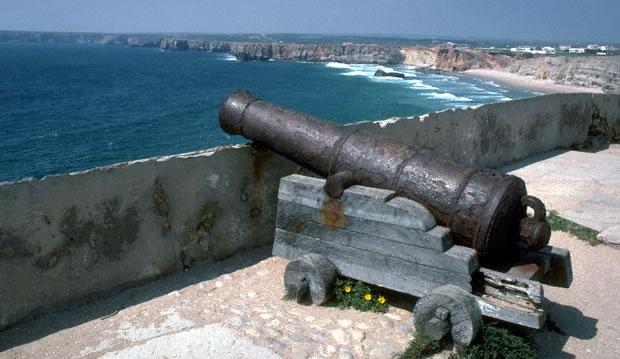 Um canhão que ainda subsiste na Fortaleza de Sagres