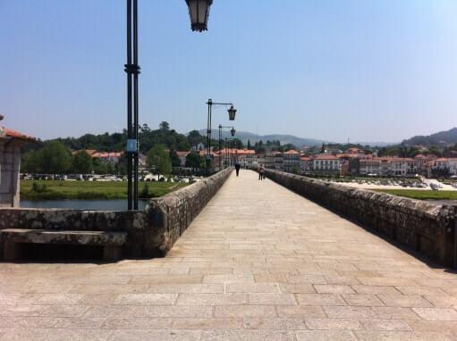 A Ponte Romana vista da margem norte.
