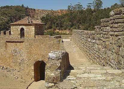 Outra muralha do Castelo de Alenquer e Torre da Couraça